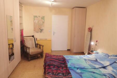 Chambre privée, quartier tranquille, près de Namur - Namur - Hus