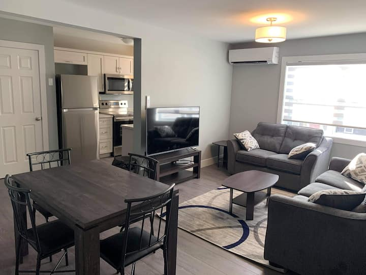 Modern 2 Bedroom - Mitchell Complex 3