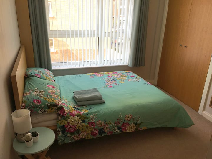 Double room & private bathroom close to stadium