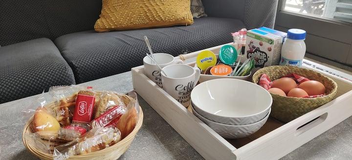 Appart' cosy avec petit dejeuner offert au centre!