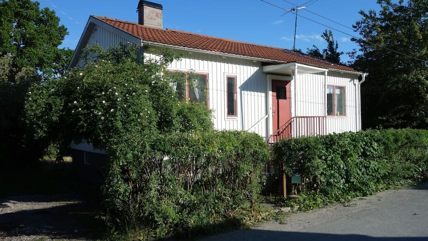 Silent house close to nature and Stockholm center - Stockholm - Hus