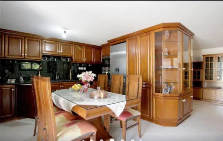 Διαμέρισμα με Premium εγκαταστάσεις και αυλή!!!