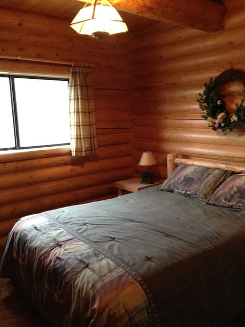 Comfortable Private Room 17 miles from Yellowstone