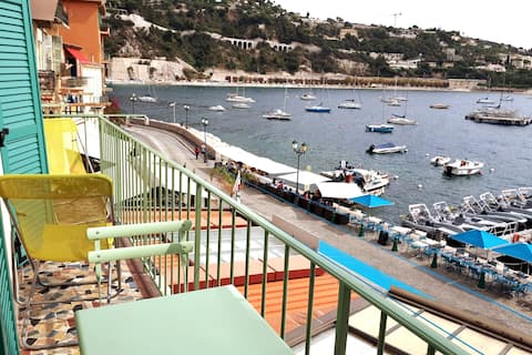 A magnificent view over the sea from the balcon