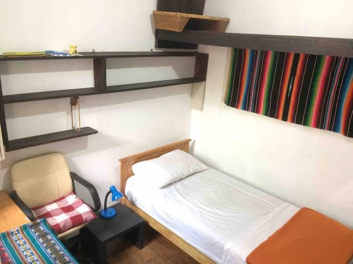 Habitación con baño propio, casa de Barrio Yungay
