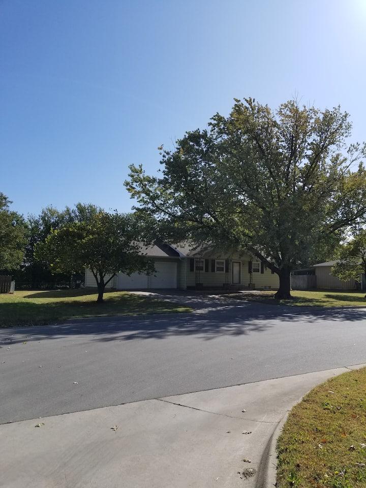 Grandma's House in the heart of Goddard