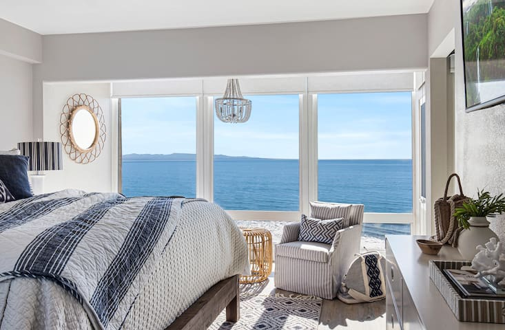 Wake up each morning to a floor to ceiling panoramic ocean view from your cozy king bed?  Yes please.  Our upstairs master retreat is complete with amazing ocean views, Cal King bed, premium linens, smartTV, private lounge area and attached spa bath.