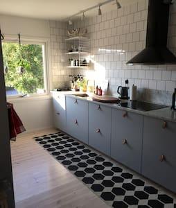 Charmigt radhus med veranda! - Göteborg - Dom