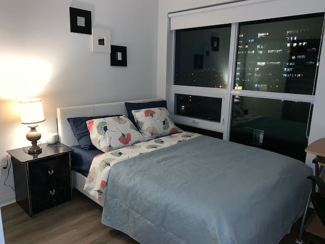 Air Conditioned,Quiet, New Private Room/Bathroom