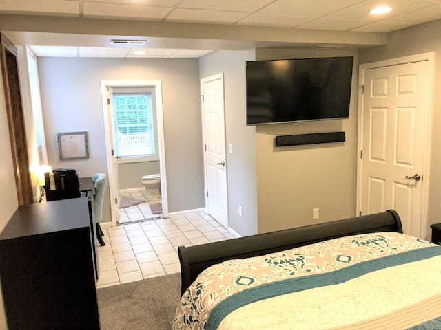 Private & Spacious Suite  - Bed/Bath/Patio near LU