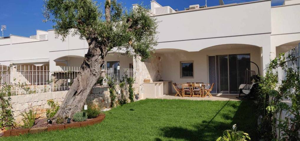 Villa Martino - Garden Apt., priv. garden, A/C, Wi-Fi, 400m from the beach