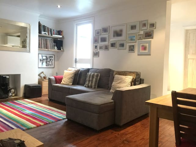 Comfy, modern and perfectly connected garden flat - Hove - Lägenhet