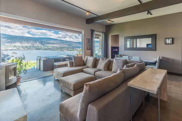 8 bedroom, 4 bathroom Panoramic Lake View home - Penticton - Casa