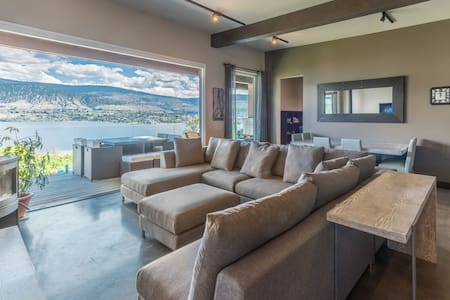 8 bedroom, 4 bathroom Panoramic Lake View home - Penticton