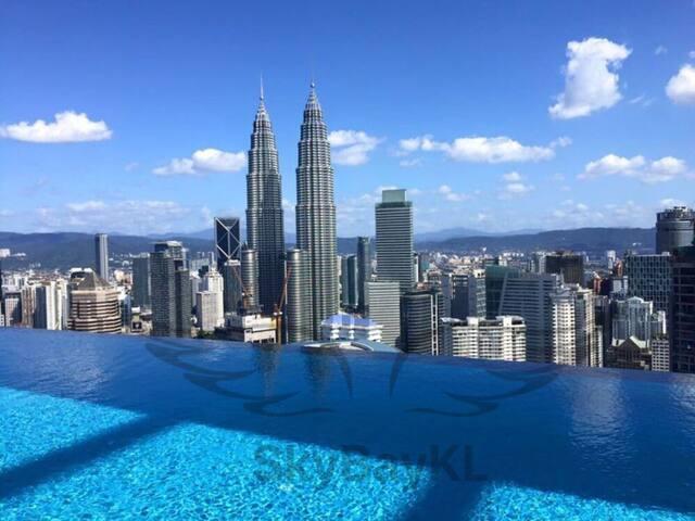 51楼 无边游泳池 51st floor Infinity Swimming Pool