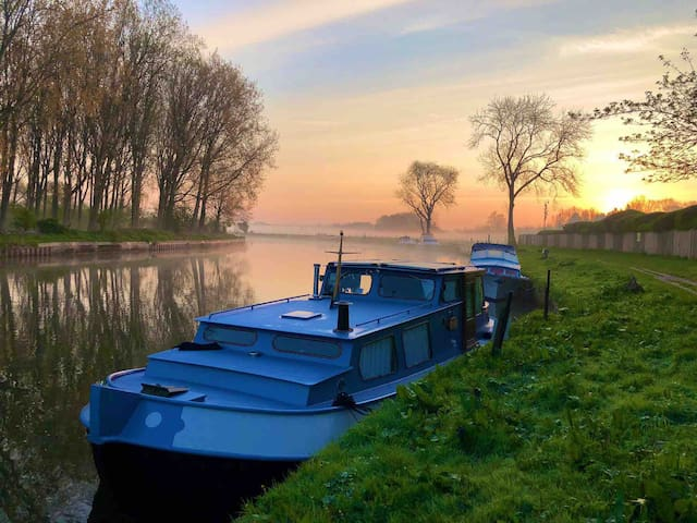 NEW Classic Dutch Barge on the picturesque Thames