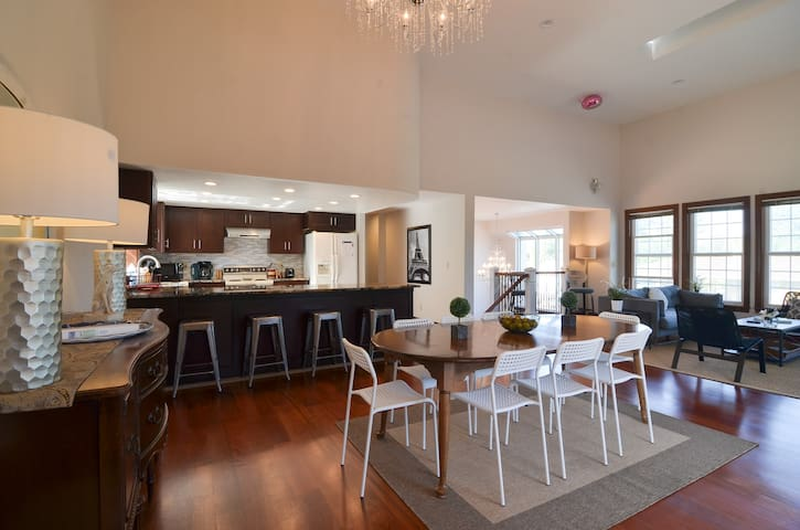 Large 5bed/3bath - Beds for the whole group