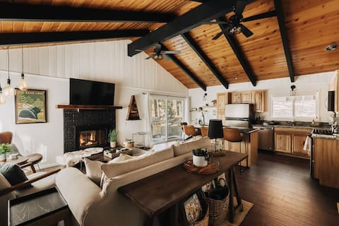 Bear Canyon Den | Cozy in nature + Hot Tub + View!