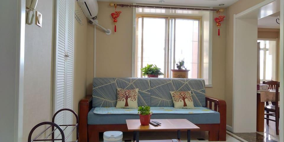 隔窗相望刘公岛,步行六分钟 到达大润发。