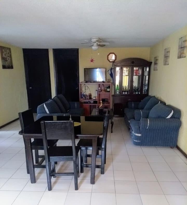 Habitación privada en confortable departamento.