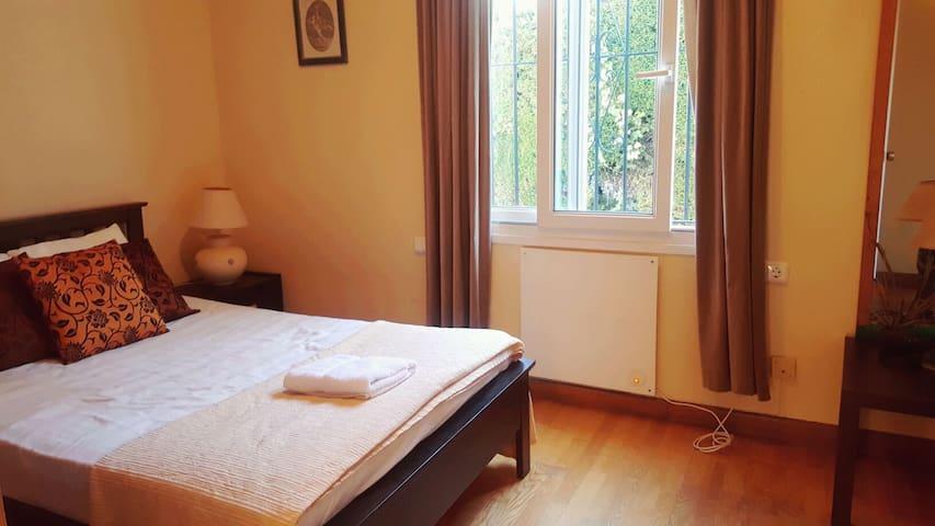 Cozy single bedroom !
