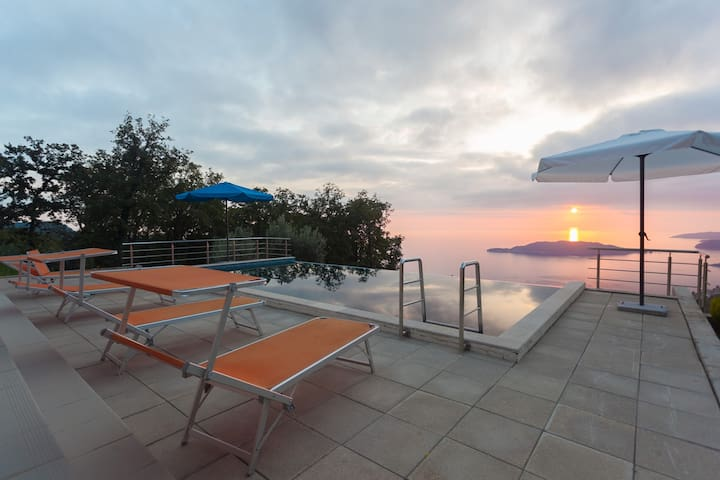 MO5 Villa Zvonko with stunning view - บุดวา - วิลล่า