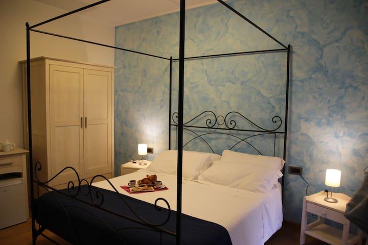 Hermes_Gallery Room (Blu) - CIR 069050BeB0004