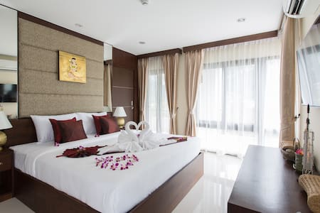 Family Room 4 at The Lai Thai Luxury Condominiums