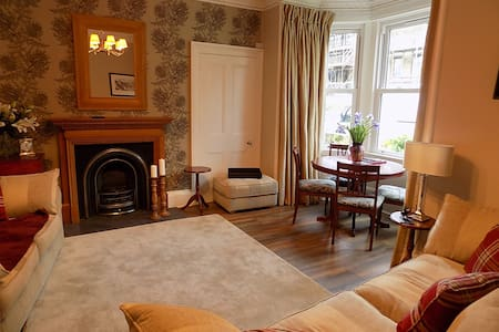 No 26 - Victorian ground floor flat with gardens - Burntisland