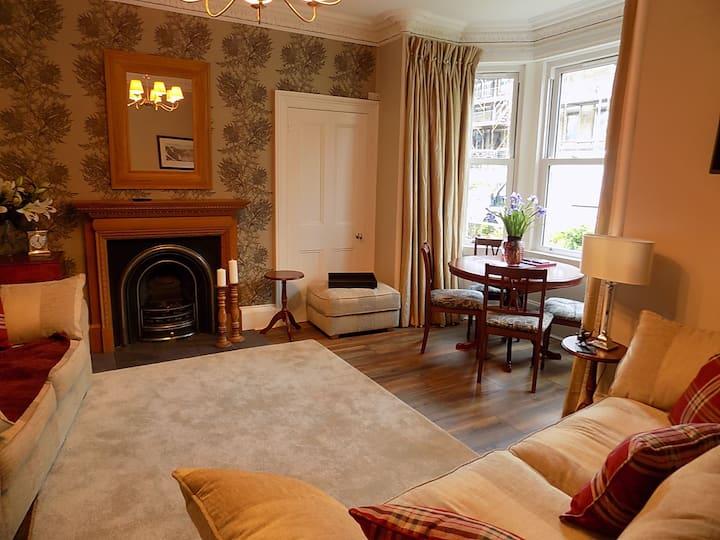 No 26 - Victorian ground floor flat with gardens