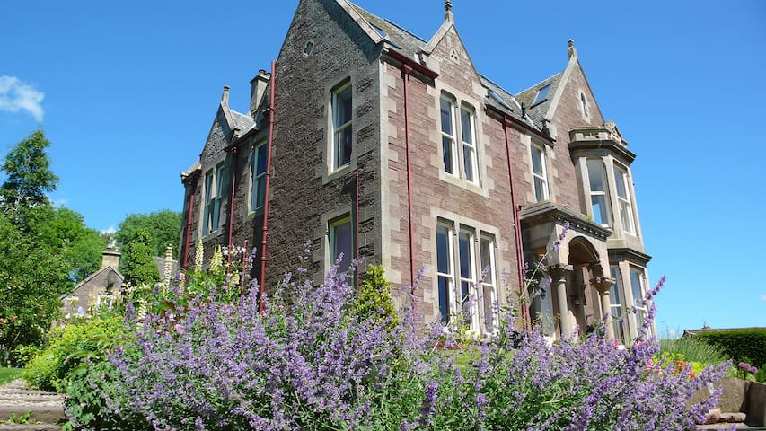 Spacious & elegant flat in beautiful old manse. - Crieff - Appartement