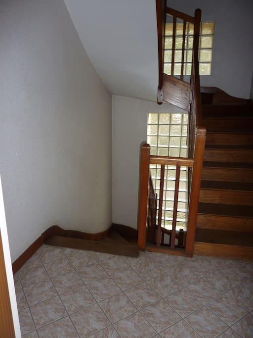 """Escalier qui mène à l """"appartement"""