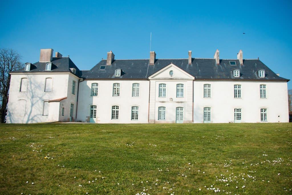 Chambres d 39 artistes ch teau du p chambres d 39 h tes for Chambre d hote chateau de la loire