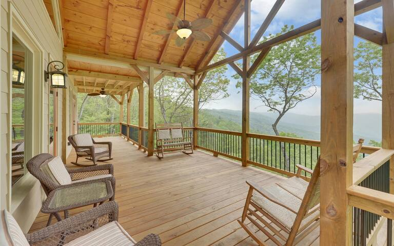 Private Ellijay 3 BDRM Luxury Cabin w/ Mtn Views!