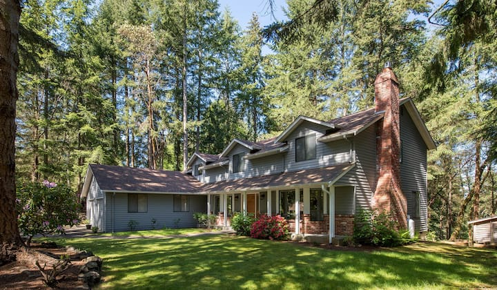 Peaceful and Spacious Gig Harbor Home