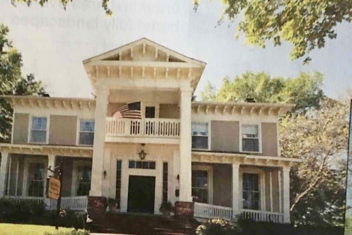 Historic Governor McWillie-Singleton House