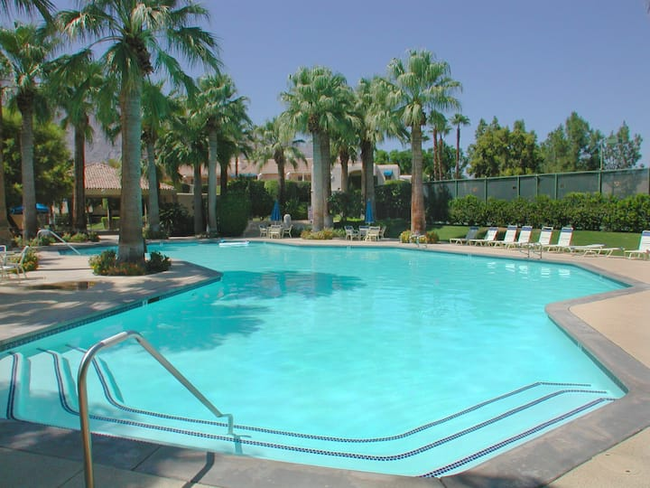 1 Bdr Condo in Downtown Palm Springs + Tennis Courts + Near Casino