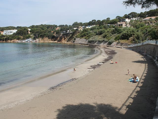 Rez de jardin. Proche plage. Parking. WIFI