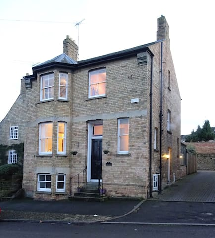 Spacious double room in Victorian Town House - Stamford