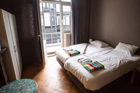 Bxl Midi Individuals/Groups 2G4 - 安德莱赫特 - 公寓