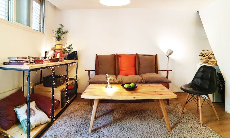 cozy studio apartment in the heart of Florentine