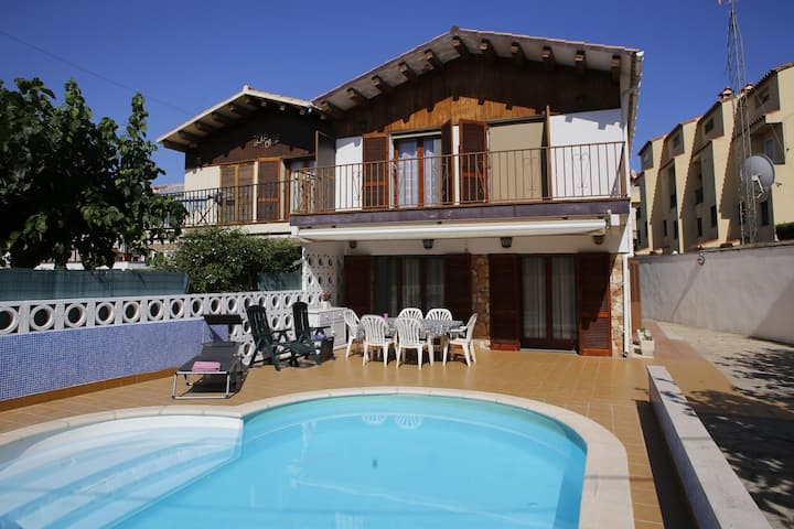AT209 LLABERIA: House for 9 people with private pool 700 m from the beach