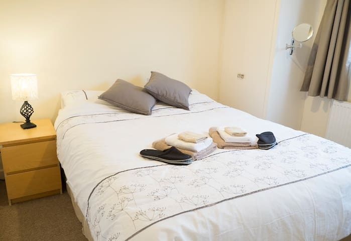 Double Bedroom in a Well Located Friendly House - Cardiff - Lägenhet