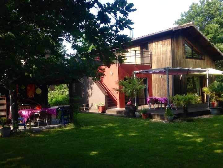 Jolie Maison Forêt Océan Lac Châteaux +piano +vélo