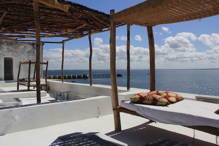 Sunset Dream B&B ocean room with bathtub/seaview