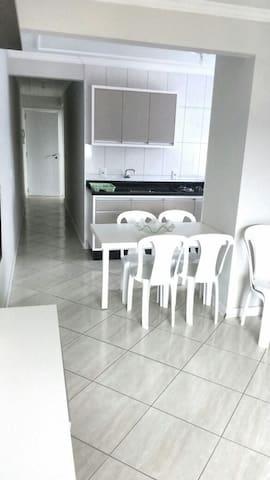 Apartamento em Bombinhas para 06 pessoas - Bombinhas