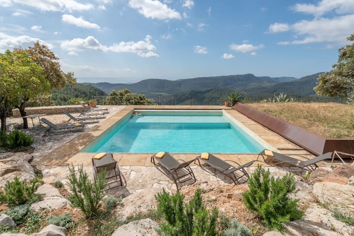 Fantastic Country House with Pool, Terraces and Wi-Fi; Parking Available