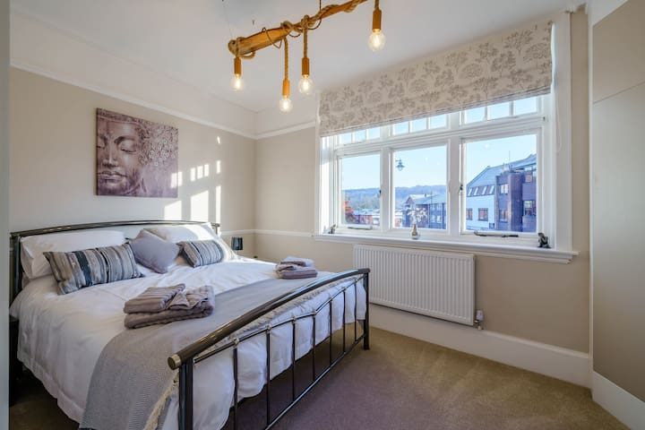 Stunning Apartment in the Heart of Henley 1st Flr