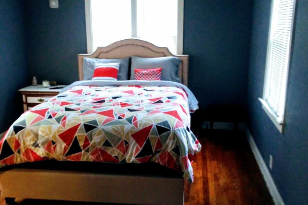 Super Comfy Bed In Great Location!