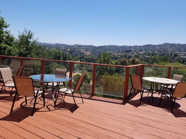 Encino Hills Luxury Villa with Gorgeous View